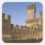 Provincia de Italia, Brescia, Sirmione. Castello Pegatina Cuadrada