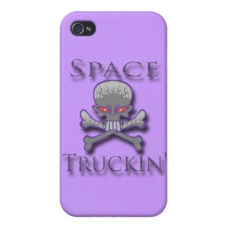 Prpl de Truckin del espacio iPhone 4 Carcasas