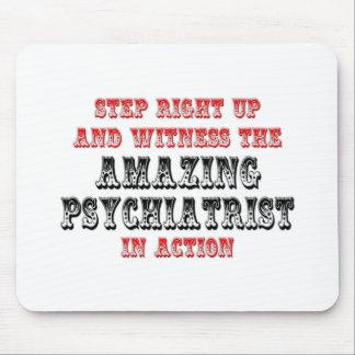 Psiquiatra asombroso en la acción mousepad
