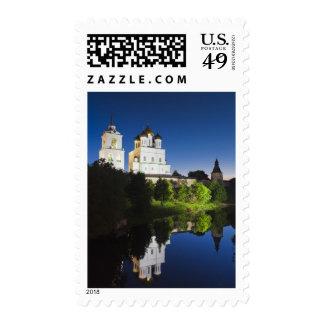 Pskov el Kremlin y catedral de la trinidad Envio