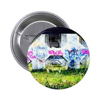 psychedelic graffitis on bridge pin