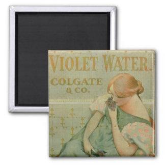 """Publicidad de poster """"agua violeta"""", por Colgate y Imán Cuadrado"""