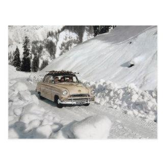 Publicidad del coche del vintage, escena del invie postal