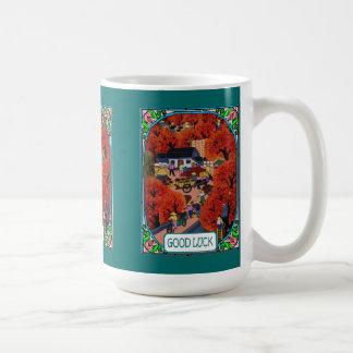 Pueblo chino en otoño taza