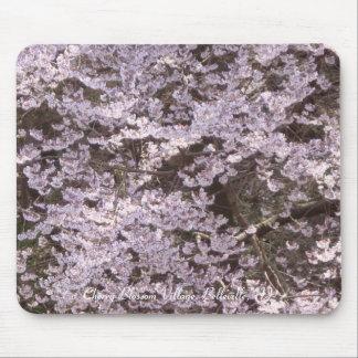 Pueblo de la flor de cerezo mousepads