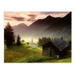 Pueblo de montaña brumoso del Tyrol Austria Tarjeta Postal