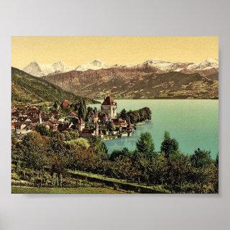 Pueblo de Oberhofen, Bernese Oberland, Suiza c Póster