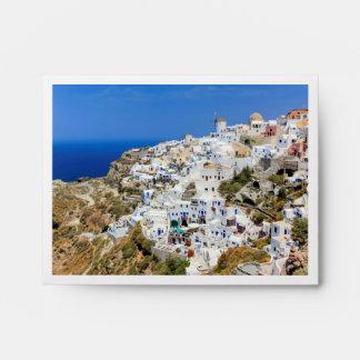 Pueblo de Oia en la isla de Santorini, del norte, Sobres