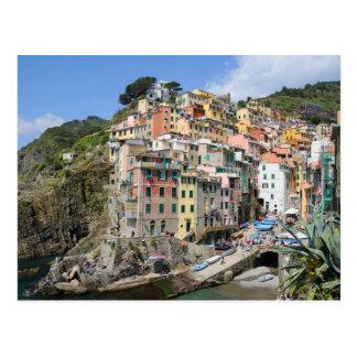 Pueblo de Riomaggiore en Cinque Terre, Italia Tarjeta Postal
