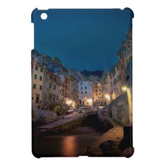 Pueblo de Riomaggiore en la noche Cinque Terre
