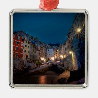 Pueblo de Riomaggiore en la noche, Cinque Terre, Adorno Navideño Cuadrado De Metal
