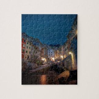 Pueblo de Riomaggiore en la noche, Cinque Terre, Puzzles Con Fotos