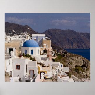 Pueblo hermoso de Oia con los edificios blancos Poster