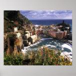 Pueblo hermoso de Vernazza en el Cinque Posters