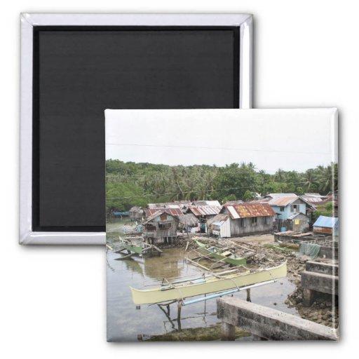 Pueblo pesquero del Visayan Imán Cuadrado