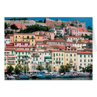 Pueblo y puerto de Italia de la costa de mar Medit Felicitacion