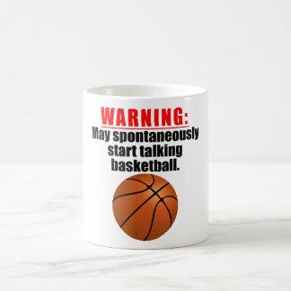 Puede comenzar espontáneamente a hablar baloncesto taza