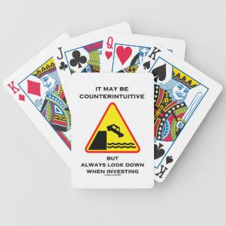 Puede ser mirada antiintuitiva abajo invierte siem baraja de cartas