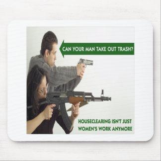 ¿Puede SU hombre sacar la basura? Mousepad