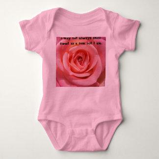 Puedo no oler siempre dulce como color de rosa playera