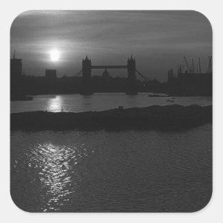 Puente 1970 de la torre de la puesta del sol de pegatina cuadrada