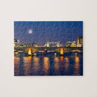 Puente 2 de la torre puzzle con fotos