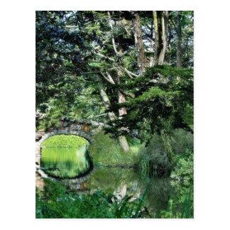 Puente a la colina de la fresa en el lago stow en tarjetas postales
