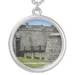 Puente al fuerte de St Augustine a través de la fo Collares Personalizados