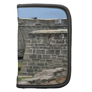 Puente al fuerte de St Augustine a través de la fo Organizador