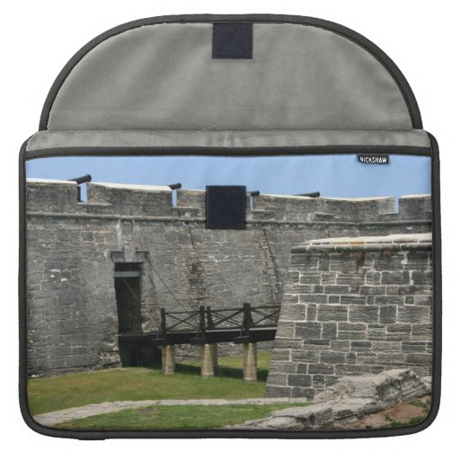 Puente al fuerte de St Augustine a través de la Funda Macbook Pro