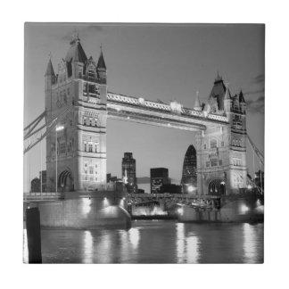 Puente blanco negro de la torre de Londres Azulejo Cuadrado Pequeño