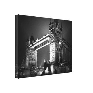 Puente blanco negro de la torre de Londres Impresión En Lienzo