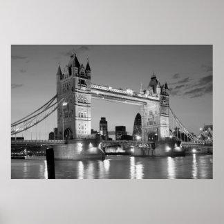 Puente blanco negro de la torre de Londres Póster