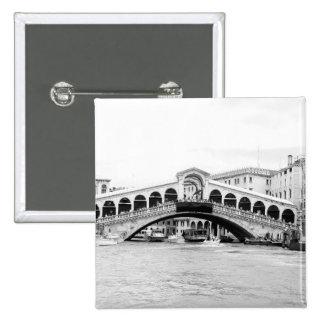 Puente blanco y negro de Rialto, Venecia Pin Cuadrada 5 Cm