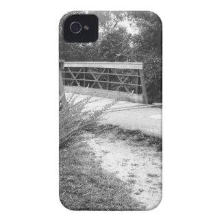 Puente blanco y negro iPhone 4 Case-Mate funda