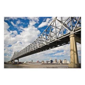 Puente creciente de la ciudad cojinete