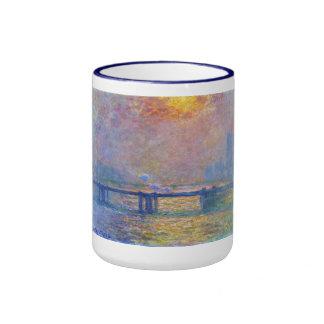 Puente cruzado de Charing, el Thames, Claude Monet Taza A Dos Colores