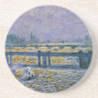 Puente cruzado de Charing, reflexiones en el Posavasos De Arenisca