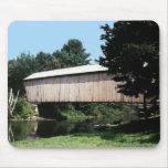 Puente cubierto de Corbin Alfombrillas De Raton