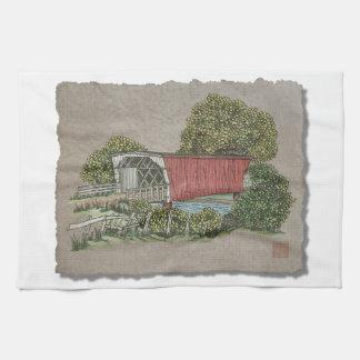 Puente cubierto de los amantes toallas de mano