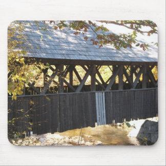 puente cubierto de Maine Alfombrillas De Ratones