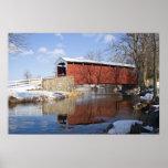 Puente cubierto en invierno poster