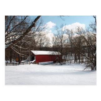 Puente cubierto en invierno tarjeta postal