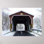 Puente cubierto en nieve poster