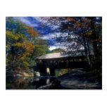 Puente cubierto Maine de los artistas del río de Postal