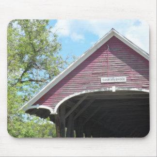 Puente cubierto Vermont de Sanborn Tapete De Ratones