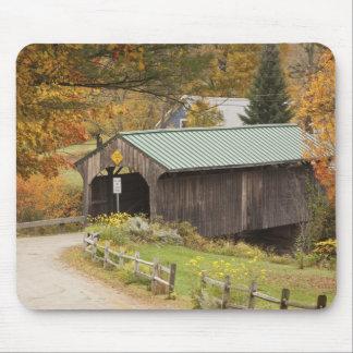 Puente cubierto, Vermont, los E.E.U.U. Alfombrilla De Raton