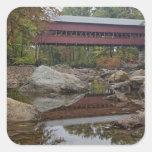 Puente de Albany, apenas del Kancamagus Pegatinas Cuadradas
