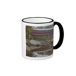 Puente de Albany apenas del Kancamagus Tazas De Café