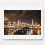 Puente de Alexander 3 en París Francia en la noche Alfombrilla De Ratones